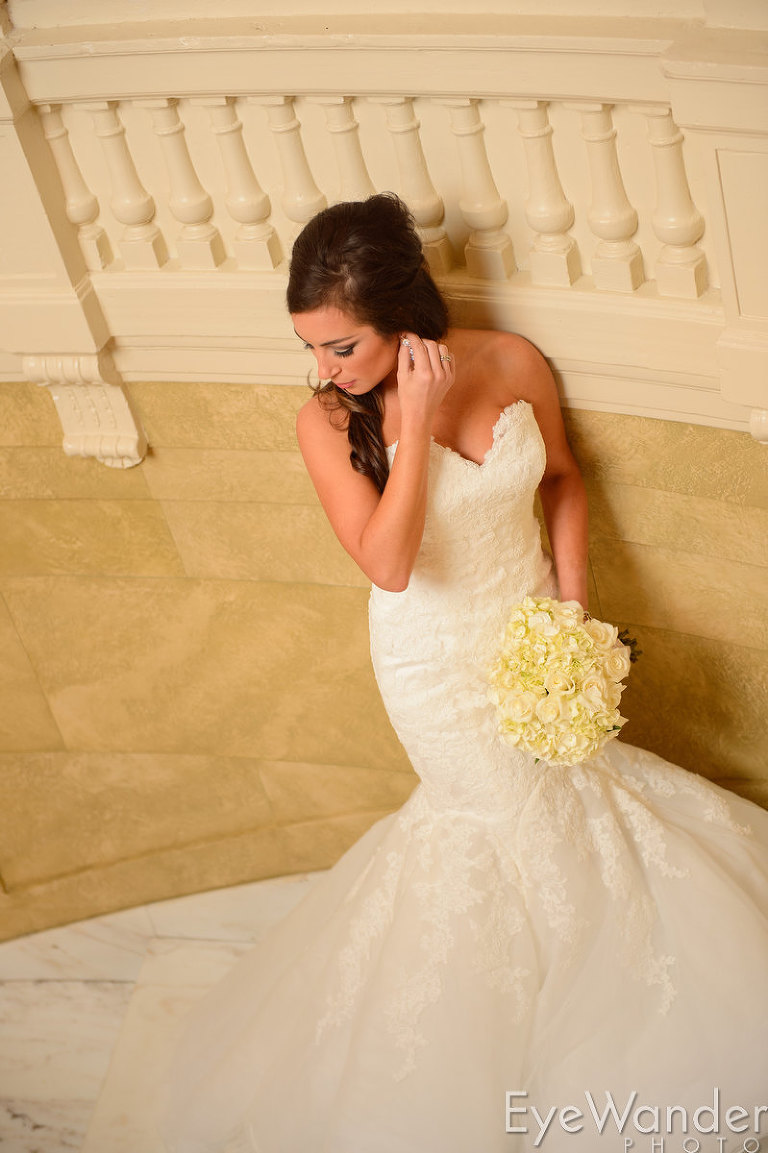 Bridal photos, Old Governor's Mansion, Baton Rouge, classic wedding, wedding flowers